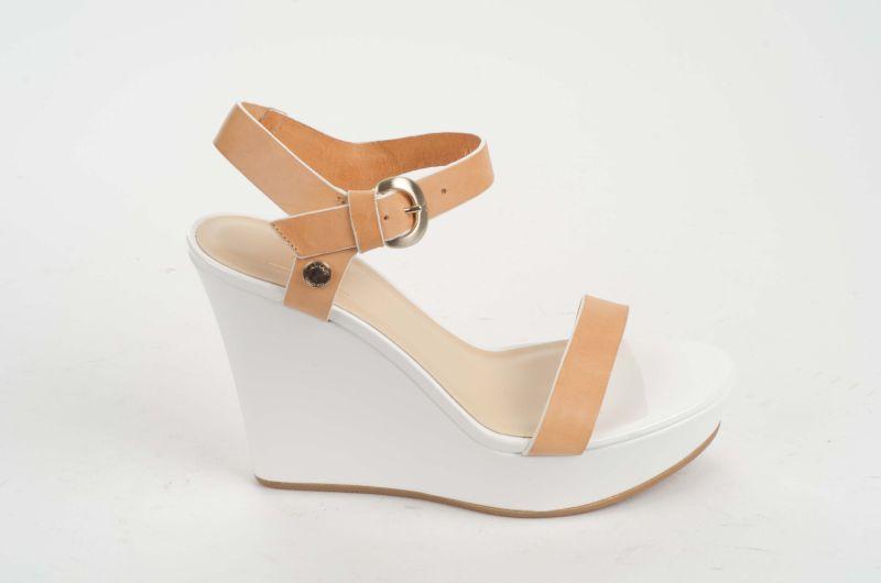 Afbeelding van Armani Jeans Sandaaltje met sleehak wit