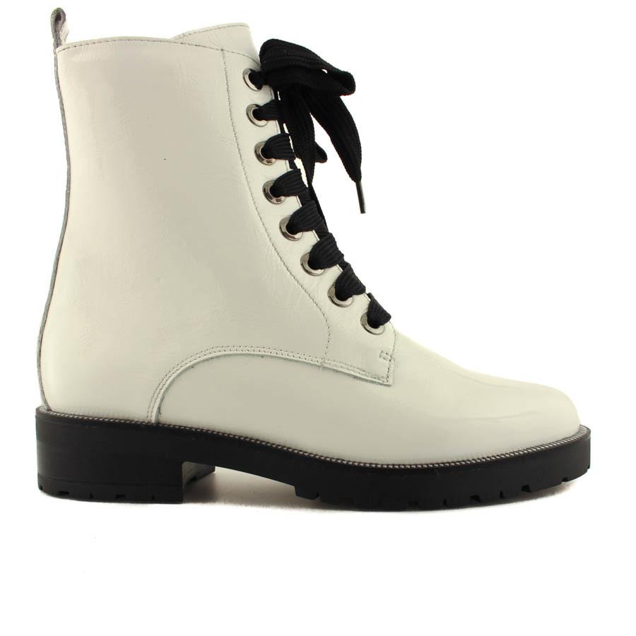 Witte laarsjes van het merk Gosh, model 052.526GO. De trend