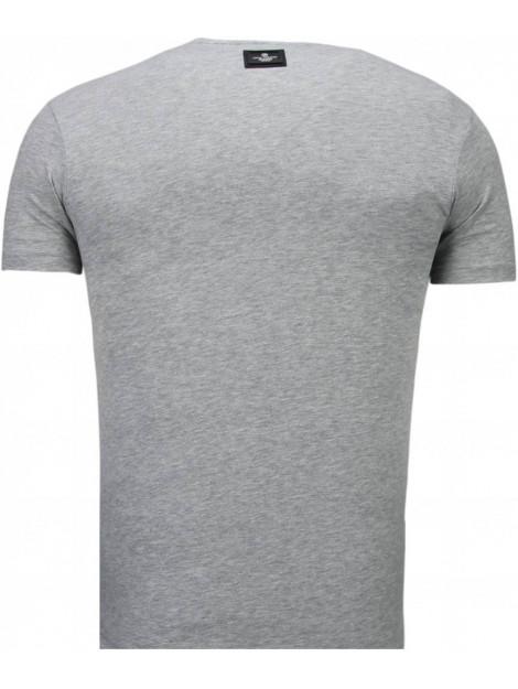 Local Fanatic Basic v neck t-shirt 5799GS large