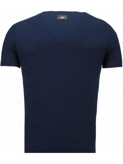 Local Fanatic Basic v neck t-shirt 5799B large
