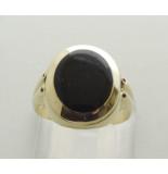 Christian 14 karaat gouden ring met onyx geel goud