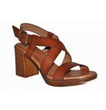 Red Rag Artikelnummer 79364 bruine hak sandalen met grove gouden gesp