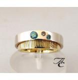 Atelier Christian Vingerprint trouwring met blauwe en bruine diamant geel goud