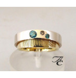 Atelier Christian Vingerprint trouwring met blauwe en bruine diamant