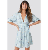 NA-KD Deep v mini dress licht 1018-002721 blauw